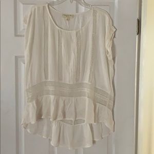 Short sleeve top with crochet details